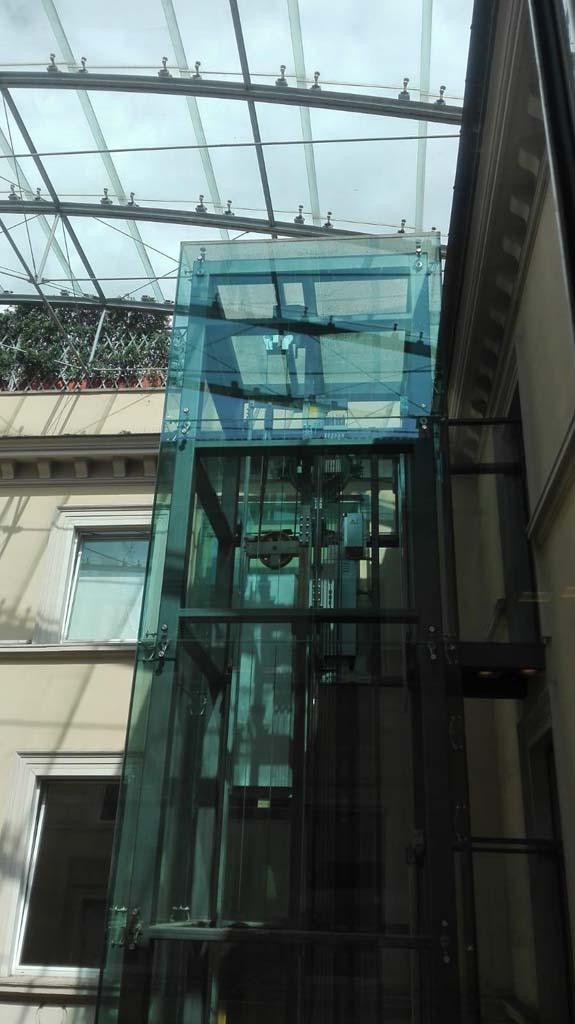 Via Vitoria Colonna - pulizia copertura vetrata 02