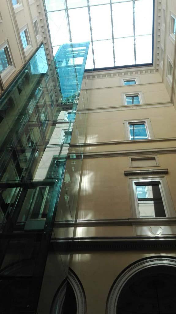 Via Vitoria Colonna - pulizia copertura vetrata 03