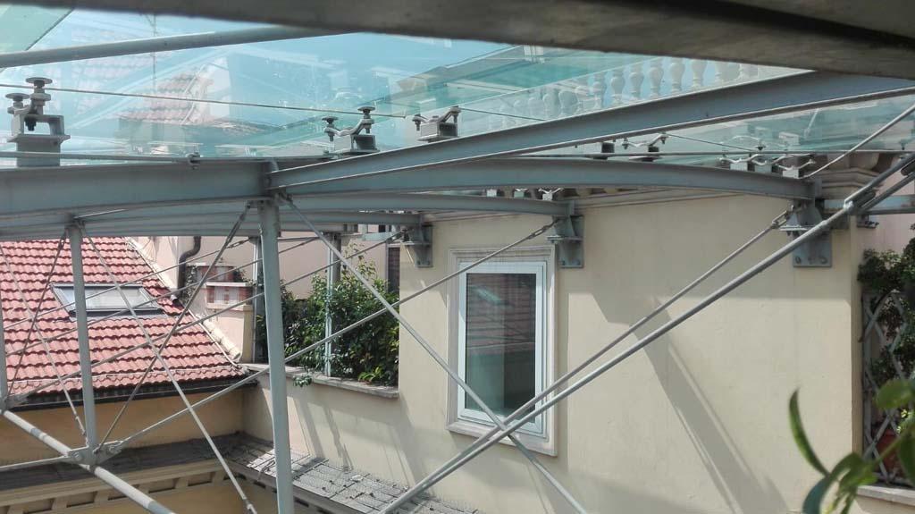 Via Vitoria Colonna - pulizia copertura vetrata 05